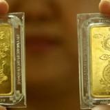 """Giá vàng SJC tiếp tục """"đổ đèo"""", thu hẹp khoảng cách với thế giới"""
