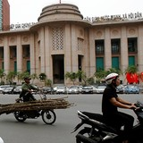 Vietnam Central Bank Seen to Shift to Tightening Mode in 2016: HSBC