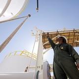 Giá dầu tăng khi giới đầu tư chờ số liệu mới