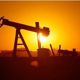 Giá dầu khép tháng 7 tăng mạnh nhất trong 15 tháng