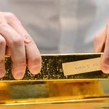 Đồng USD đuối sức, giá vàng tăng vọt lên đỉnh 11 tháng