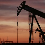 Bất chấp tồn khi Mỹ giảm, giá dầu trôi về đáy hơn 1 tháng