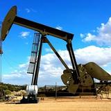 Giá dầu thô Mỹ sụt 6% trong tháng 8, giá xăng ở đỉnh hơn 2 năm