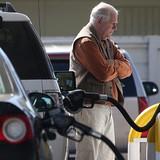 Giá dầu hồi sức khi một số nhà máy lọc dầu Mỹ hoạt động trở lại