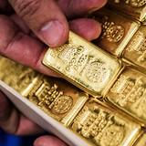 """Giá vàng """"sụt hố"""" về dưới mốc 1.300 USD/ounce"""