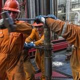 """Ngóng động thái của OPEC, giá dầu Mỹ """"cài số lùi"""""""