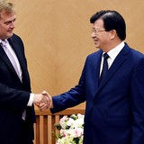 [Round-up] Vietnam Wants Speedier Exxon Mobil Investment, September Auto Sales Drop 7%