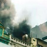Hà Nội: Cháy siêu thị thể thao, cả phố náo loạn