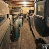 5 xe cổ đắt giá 'bỏ quên' trong nhà kho suốt 40 năm