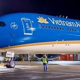 Máy bay hiện đại nhất của Vietnam Airlines bay trình diễn