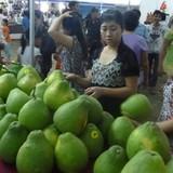 """Thị trường trái cây """"nằm trong tay"""" nhà vườn"""