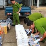 Giấu thuốc lá lậu trong xe tải chở trái cây