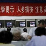 """Chứng khoán Trung Quốc """"bạo bệnh"""", hơn 2.400 tỷ USD bốc hơi"""