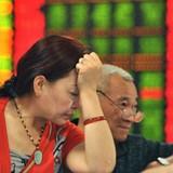 Chứng khoán 24h: Chứng khoán Trung Quốc lao dốc, ai thiệt hại nặng nhất ?