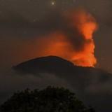 Sân bay Bali lại tê liệt vì núi lửa