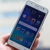 Smartphone Samsung đầu tiên có đèn flash phía trước