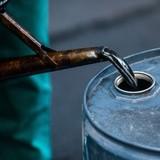 Giá dầu giảm trước khi Mỹ công bố báo cáo năng lượng hàng tuần