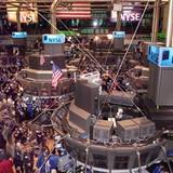 """""""Nhảy tàu"""" khỏi thị trường cổ phiếu Mỹ, nhà đầu tư về đâu?"""
