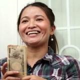 """""""Tỷ phú ve chai"""" được đổi cả 5,24 triệu yen rách"""