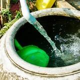 Thiếu nước, nhiều người dân thủ đô hạn chế tắm giặt