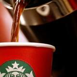 """Bài học rút ra từ sự kiện """"Chiếc cốc Giáng sinh màu đỏ"""" gây tranh cãi của Starbucks"""