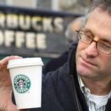 """""""Đừng mua cổ phiếu Starbucks, chỉ vì bạn thích uống cà phê tại đây"""""""