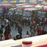 Các cửa ngõ Hà Nội đông nghịt người và xe trong chiều cuối năm 2015