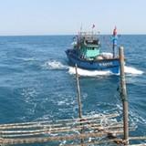 Tàu bị đâm ở Cồn Cỏ đang được kéo về Đà Nẵng