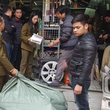 Thu giữ hàng nghìn phụ tùng ô tô nghi trộm cắp ở Hà Nội
