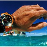 Đồng hồ có chức năng chống nước cũng không nên đeo khi tắm