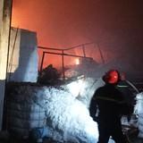 150 cảnh sát dập tắt đám cháy lớn ở Sài Gòn