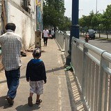 Sài Gòn lắp dải phân cách, người đi bộ có vỉa hè riêng