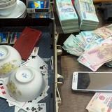 Phá sới bạc: Tạm giữ 36 người, thu 430 triệu đồng