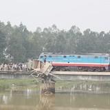 Tàu hỏa đâm xe tải, đường sắt Bắc - Nam tê liệt