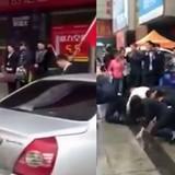[Video] Ông chủ Trung Quốc bắt nhân viên bò trên phố vì doanh thu thấp