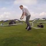 [Video] Tự chế xe máy biết bay như thế nào?