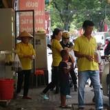 Hàng giải nhiệt bình dân ở Sài Gòn đắt khách ngày nắng nóng