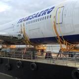 """[Video] Máy bay Boeing 767 """"cưỡi"""" trên phà phá băng bơi tới Ireland"""
