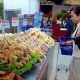 """Lép vế trước hàng ngoại, hàng Việt """"rơi rụng"""" trong các siêu thị"""