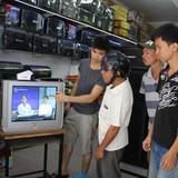 Đại lý điện tử dồn dập bán đầu thu số DVB-T2 trong ngày tắt sóng analog