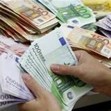 Euro mất giá 5.000 đồng: Dân Việt hoang mang thủng túi