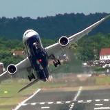 """[Video] Phi công Nhật Bản điều khiển Boeing 200 tấn """"mượt"""" như máy bay tiêm kích"""