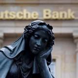 """Ngân hàng """"rủi ro nhất thế giới"""" gặp khó"""