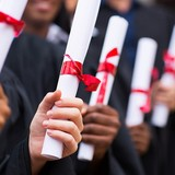 Hơn 1/3 sinh viên Anh hối hận vì đã học đại học