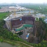 Khách sạn nửa tỷ USD dưới hố sâu 100m ở Trung Quốc