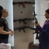Nhà sản xuất súng AK-47 huyền thoại mở cửa hàng... thời trang ở sân bay