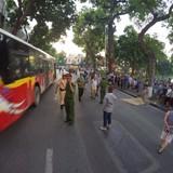Xe bus đâm liên hoàn bên hồ Gươm, 1 phụ nữ có con nhỏ tử vong