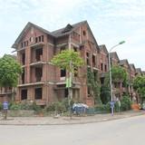 Xót xa những biệt thự tiền tỷ bỏ hoang giữa Thủ đô