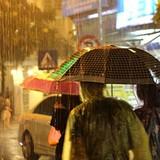 Hà Nội: Phố đi bộ bỗng thành phố chạy mưa