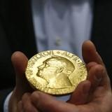 Tiền thưởng từ giải Nobel được tiêu xài thế nào?
